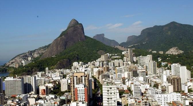 Casas de favela ultrapassam eco-limites em parques na Lagoa e chegam a 4 andares