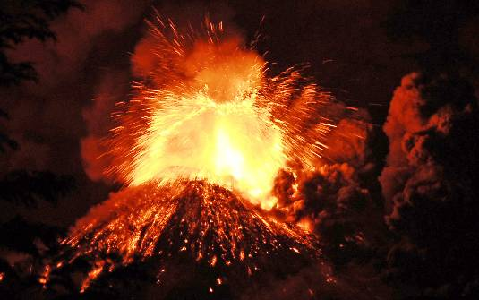 Chilenos deixam casas após erupção de vulcão