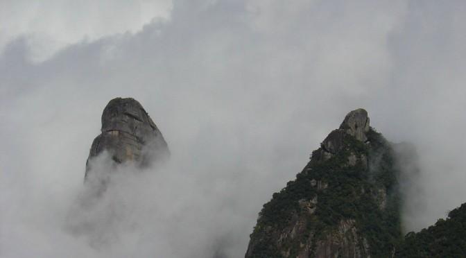 Dez escaladas simultâneas abrem alta temporada de montanhismo da Serra dos Órgãos