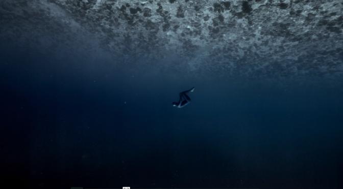Vídeo mostra mergulhador flutuando na corrente rápida do Tahiti